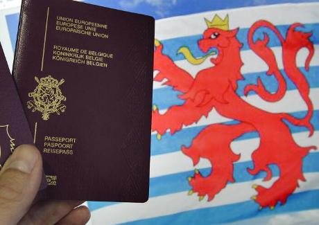 The Luxembourg crest and an EU passport are shown. | Wort.lu